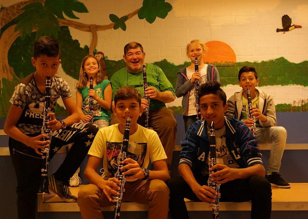 """Die Klarinettisten auf dem """"Affenfelsen"""" in unserer Pausenhalle"""